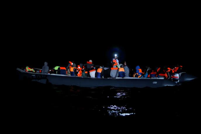 Cent migrants ont été secoururs in extremis, le 20 janvier 2019. La veille, 117 personnes en provenance de Libye disparaissaient lors du naufrage de leur embarcation dans les eaux de la Méditerranée.