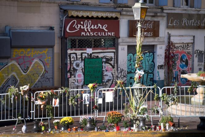 Un mémorial de fortune, non loin de la rue d'Aubagne, où huit personnes sont mortes dans l'effondrement de deux immeubles.