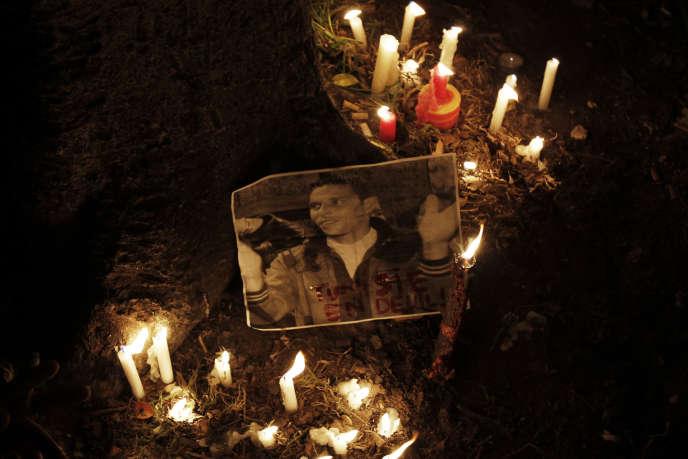 Portrait de Mohamed Bouazizi, jeune vendeur ambulant qui s'est immolé par le feu à Sidi Bouzid le 17 décembre 2010 et a déclenché la révolution tunisienne qui a mis fin à la dictature de Ben Ali le 14 janvier 2011.