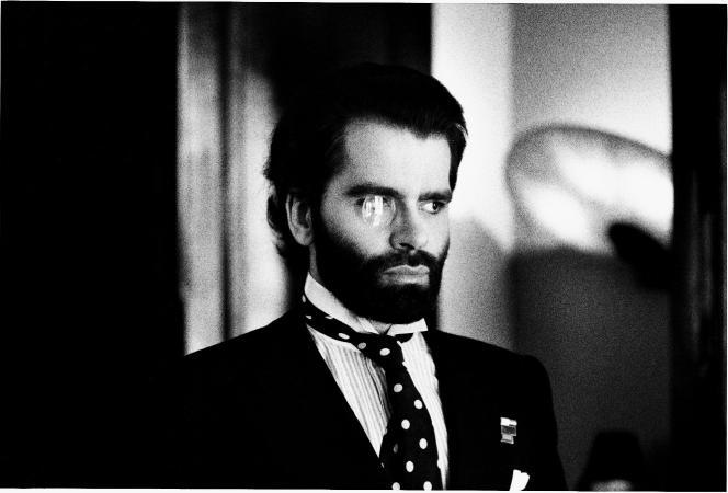 Karl Lagerfeld par Helmut Newton, en 1973.