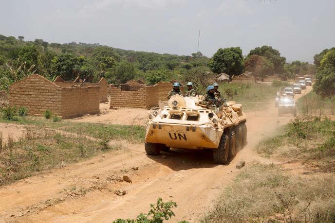 Une patrouille de l'ONU dans le village abandonné de Yade, en Centrafrique, en avril 2017.