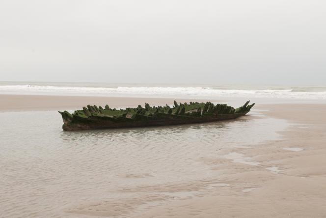 Calais, le 16 janvier 2019. Sur la plage située à deux pas de la zone industrielle des dunes et de la