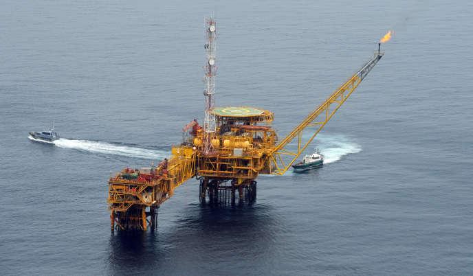 La plate-forme pétrolière Total à Amenem, à 35 km de Port-Harcourt, dans le delta du Niger, au Nigeria, en avril 2009.