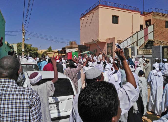 Manifestation antigouvernementale à Omdourman, ville voisine de la capitale soudanaise Khartoum, sur l'autre rive du Nil, le 18 janvier 2019.