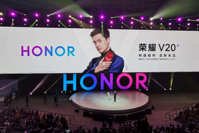 Lors du lancement du smartphone haut de gamme V20 d'Honor, à Pékin, le 26 décembre 2018.