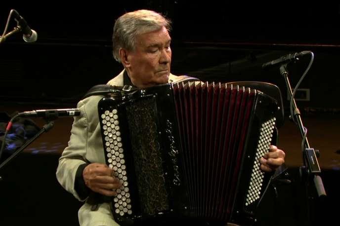 Marcel Azzola lors d'un concert chez France Musique, en juin 2017.