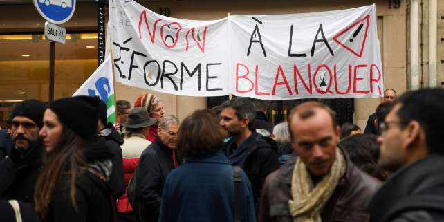 A banner reads, 'No to the reform Blaquer (referring to the French Education Minister)' as teachers demonstrate during a nationwide strike to denounce the abolition of posts in the national education system in the French capital Paris on November 12, 2018. (Photo by CHRISTOPHE ARCHAMBAULT / AFP)