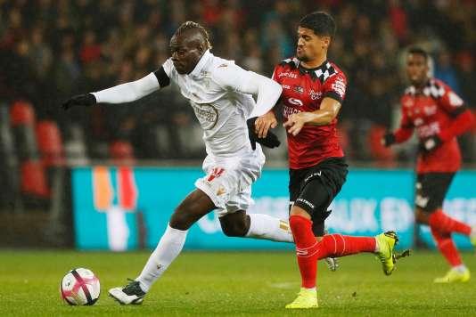 Mario Balotelli lors d'un de ses derniers matchs avec Nice (contre Guingamp le 1er décembre).