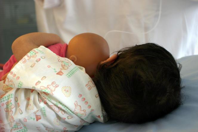Un enfant àl'hôpital Necker, à Paris.