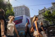 Bâche publicitaire à Marseille, en juillet 2018