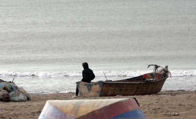 La plage de Sidi Salem, à 600 km à l'ouest d'Alger, en octobre 2009. Près de la moitié des jeunes hommes algériens sont tentés par l'émigration illégale vers l'Europe.