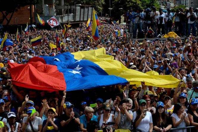 Foule d'opposants à Nicolas Maduro, venue soutenir l'opposant Juan Guaido, le 23 janvier 2019 à Caracas.