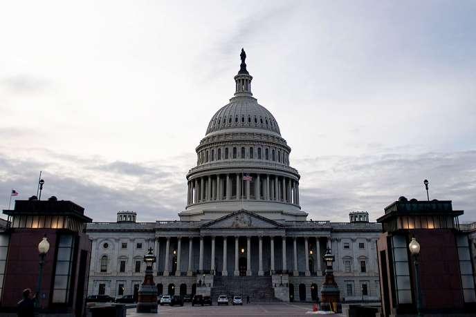 La tradition veut que ce soit le leader de la Chambre basse qui invite le président à prononcer ce discours à la Chambre des représentants.