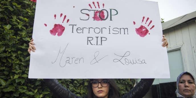 Manifestation à Rabat après l'assassinat des deux jeunes touristes scandinaves, le 22décembre 2018, dans le sud du Maroc.