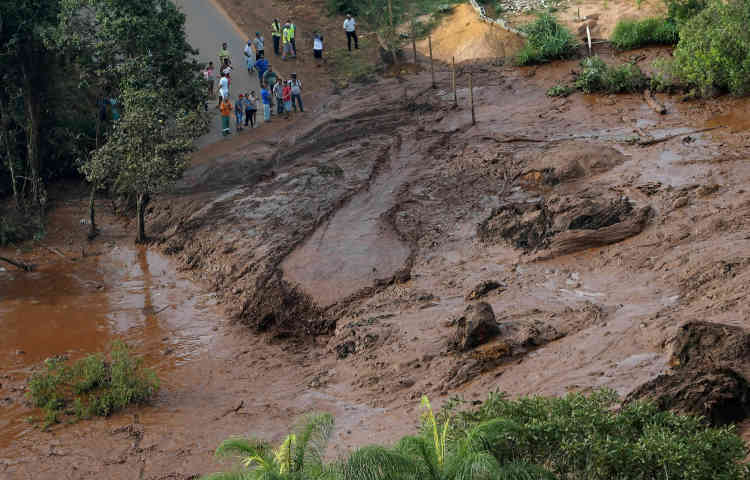 Le président brésilien Jair Bolsonaro a affirmé qu'il se rendrait au Minas Gerais samedi 26 janvier, pour survoler la zone du désastre dans la matinée.