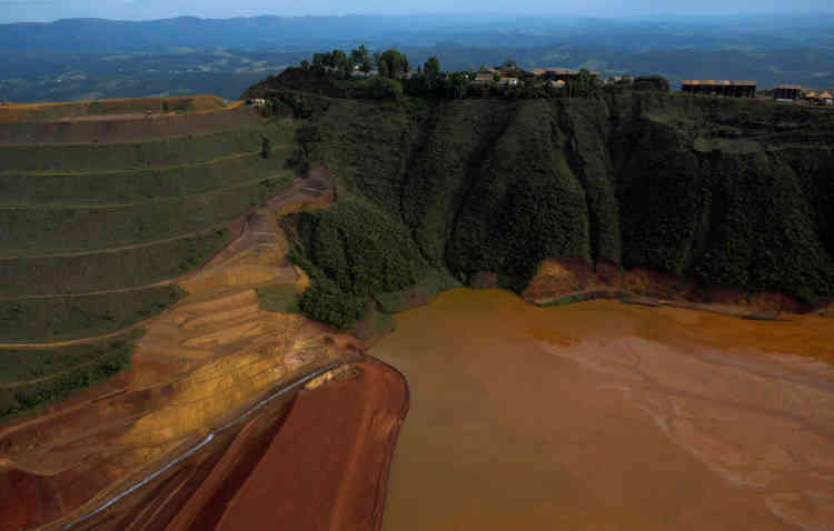 Le bassin de retenue de la mine de Vale à Brumadinho, qui s'est déversé en contrebas après la rupture de son barrage, le 25 janvier.
