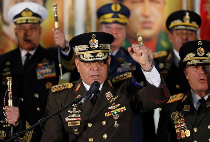 Le ministre de la défense vénézuélien, le général Vladimir Padrino, a donné une conférence de presse, jeudi 24janvier, pour réaffirmer sa loyauté au«président légitime»du pays, Nicolas Maduro.