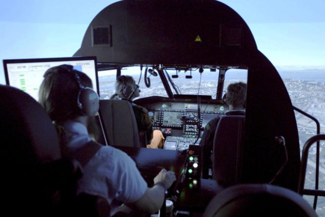 Programme de simulation de vol pour pilotes d'hélicoptère de Thales.