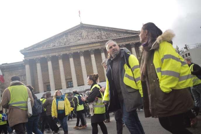 Les « gilets jaunes » devant l'Assemblée nationale lors de l'acte XI à Paris, le 26 janvier.