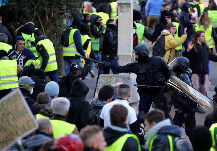 Quelques tensions étaient visibles en marge du cortège des« gilets jaunes» à Marseille.