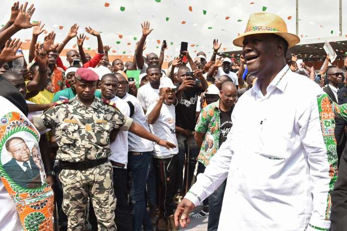 Alassane Ouattara arrive aupremier «congrès ordinaire» du Rassemblement des houphouëtistes pour la démocratie et la paix à Abidjan.