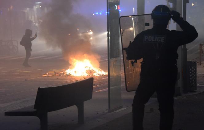 La ville de Bordeaux mise à mal par des casseurs, après une manifestation des « gilets jaunes», le 26 janvier.