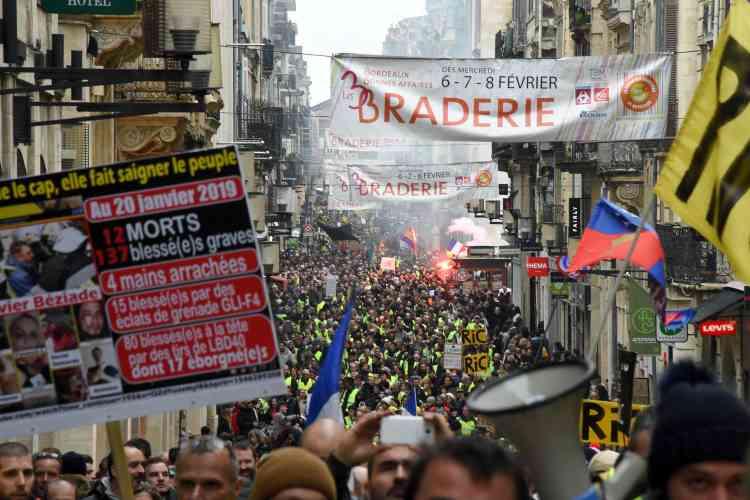 Le cortège des « gilets jaunes» de Bordeaux dans la rue Sainte-Catherine.