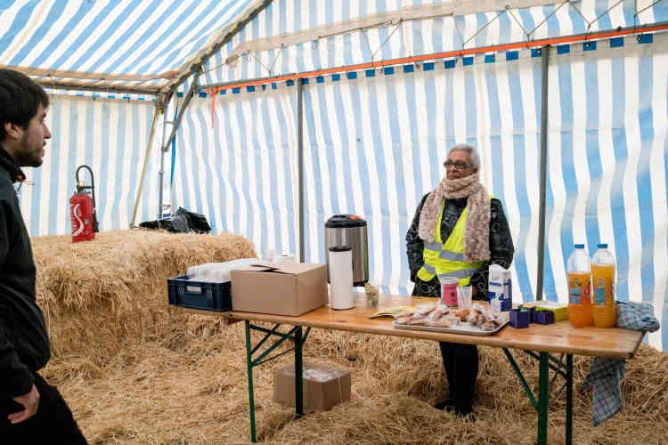 À Sorcy-Saint-Martin, une tente est installé à coté de la salle communale afin de permettre aux personnes qui ne peuvent pas entrer d'assister aux débats de « l'Assemblée des Assemblées».