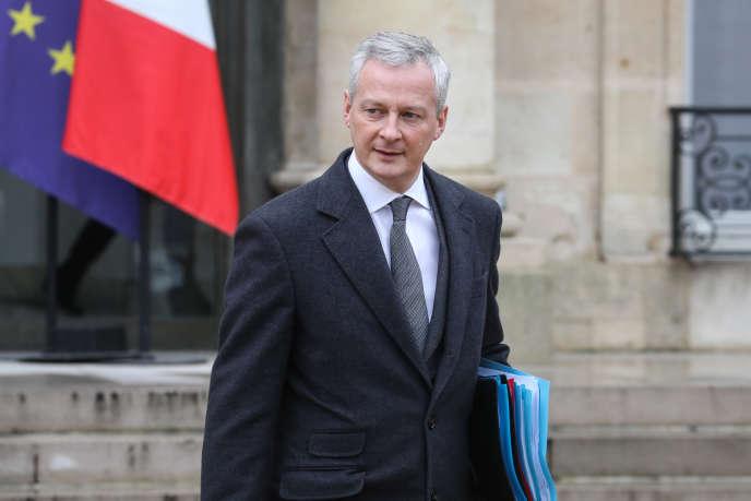 Le ministre français de l'économie et des finances, Bruno Le Maire, quitte le palais de l'Elysée, à Paris, le 23 janvier.