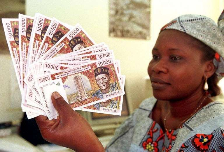 Le franc CFA . (Photo by ISSOUF SANOGO / AFP)