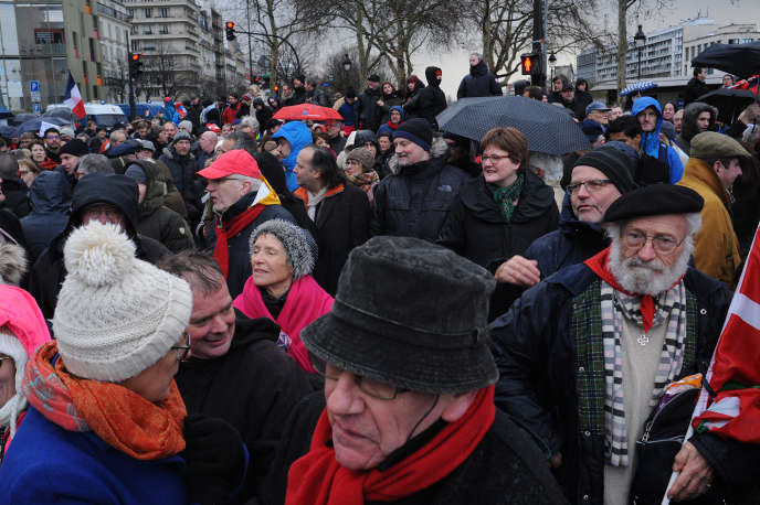 Défilé des« foulards rouges» à Paris, le 27 janvier.