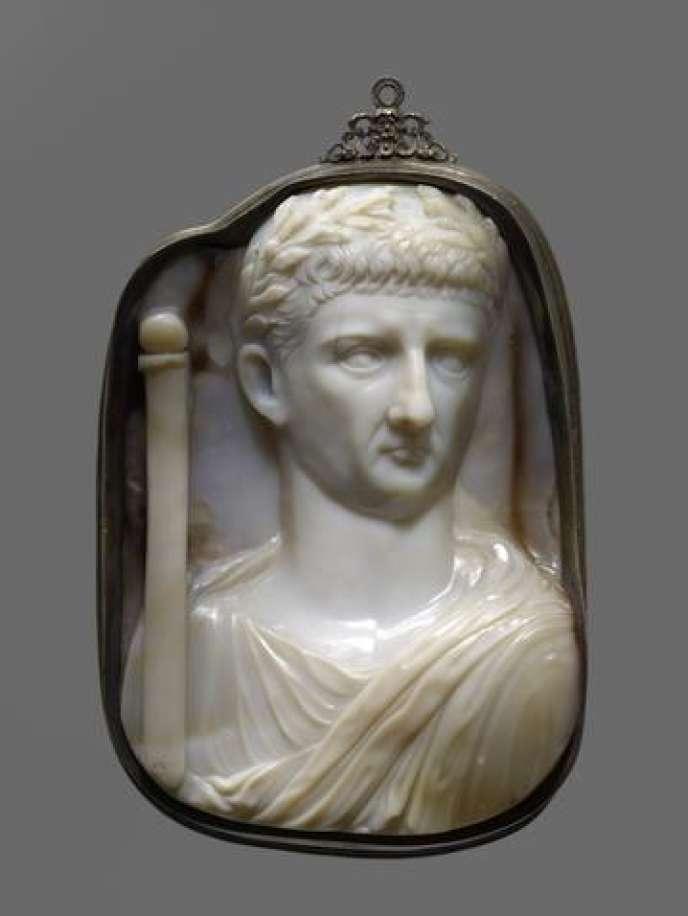 Camée représentant l'empereur Claude portant un sceptre.