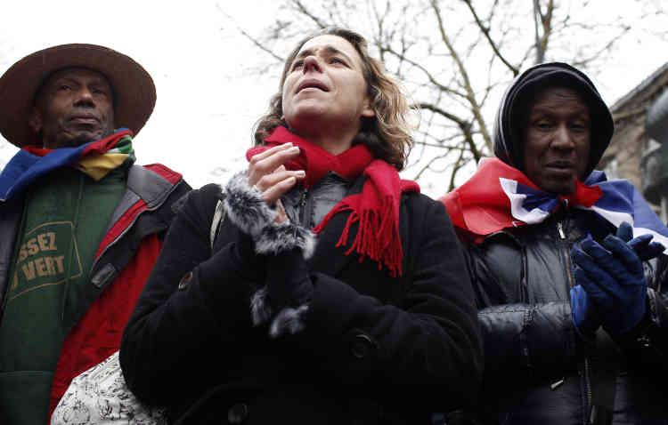 Des manifestants chantent dans le cortège de la «Marche républicaine des libertés» le 27 janvier à Paris.