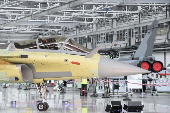 Sur la ligne d'assemblage des Rafale, dans l'usine Dassault Aviation de Mérignac (Gironde), le 14 janvier.