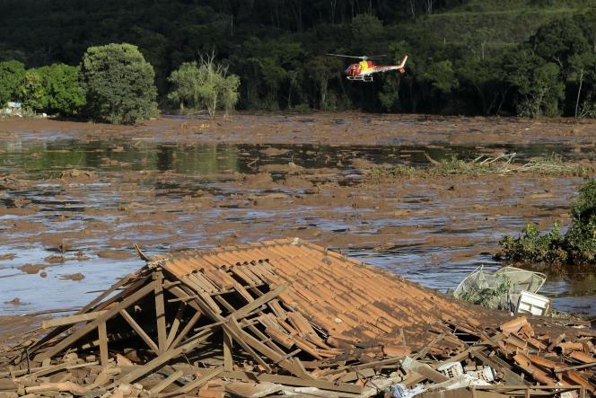 Les recherches se poursuivaient dimanche27janvier dansl'Etat du Minas Gerais.