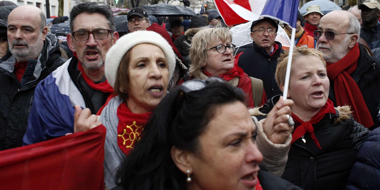 design de qualité bon service magasin meilleurs vendeurs Revivez la marche des « foulards rouges » à Paris