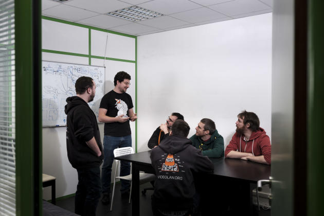 Jean-Baptiste Kempf et ses collègues de l'association, dans les locaux de VLC, à Paris, le 22 janvier.