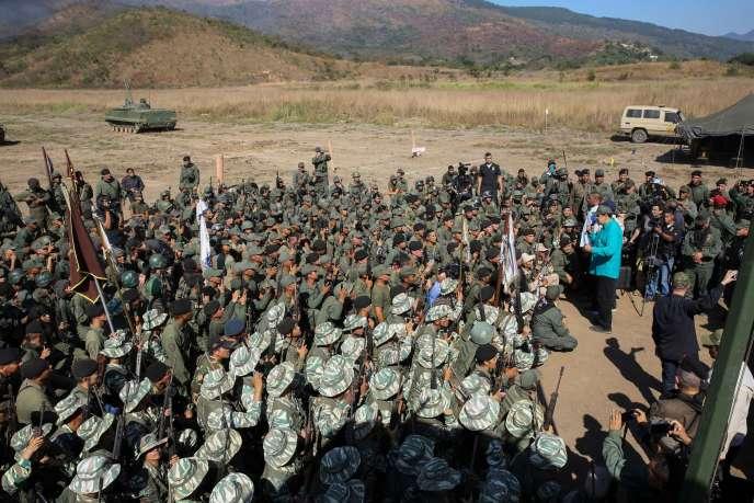 Image de propagande montrant le président vénézuélien, Nicolas Maduro, s'adressant à des militaires dans l'Etat de Carabobo, à l'ouest de Caracas, le 27 janvier.