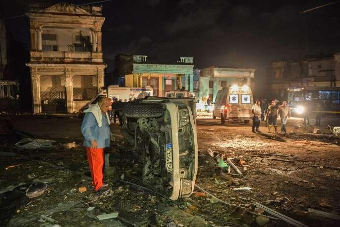 Dans les rues de La Havane après le passage d'une tornade, lundi 28 janvier.
