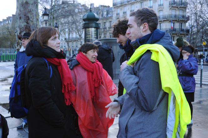 Toutes deux « gilets jaunes»,Pierrette et Virginie sont venues de Lille pour manifester avec les « foulards rouges» contre les violences qui ont émaillé le mouvement des «gilets jaunes».