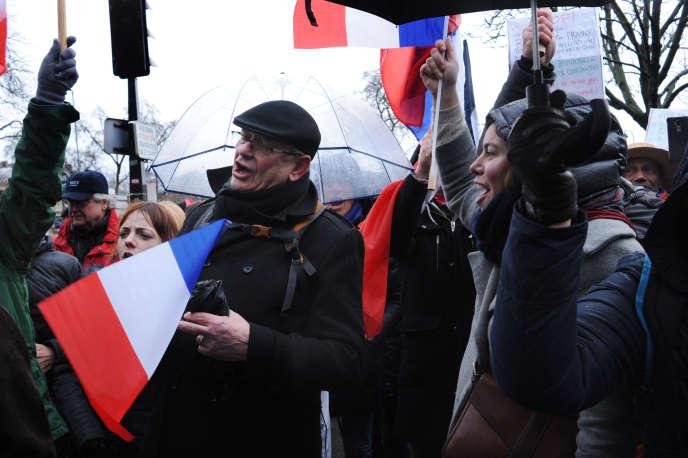 Plus de 10 000 « foulards rouges» ont défilé à Paris de la place de la Nation à celle de la Bastille, le 27 janvier.