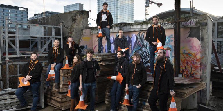 L'équipe de VLC avec Jean-Baptiste Kempf, le fondateur au Tshirt