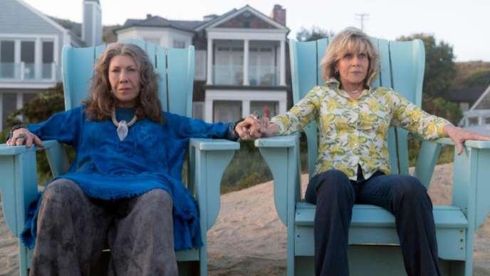 De gauche à droite : Lily Tomlin et Jane Fonda, respectivement Frankie Bergstein et Grace Hanson.