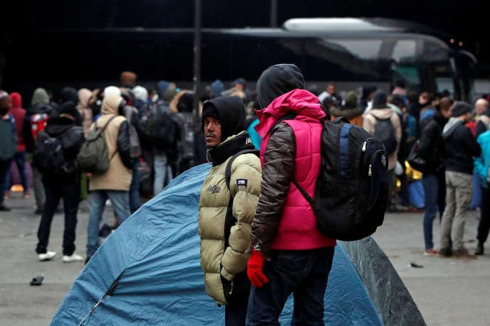 Evacuation d'un camp de migrants Porte de la Chapelle, à Paris, le 29 janvier.