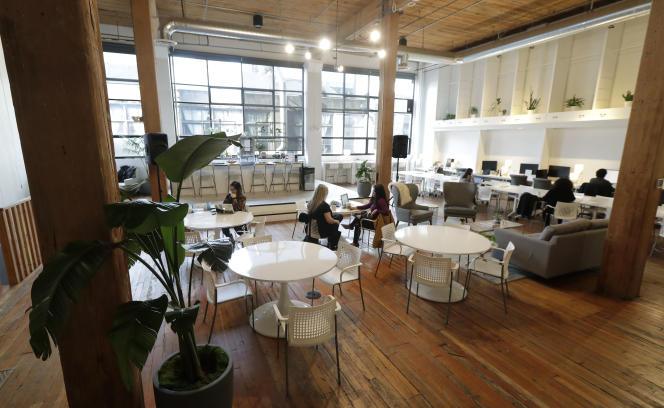 Les entreprises adoptent de plus en plus les codes de des millennials : visibilité sur les réseaux, création de nouveaux espaces de travail plus conviviaux, possibilité de travail à distance…