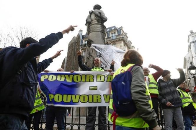 Manifestation de« gilets jaunes» pour le pouvoir d'achat, le 22 décembre 2018, à Paris, place saint-Georges.