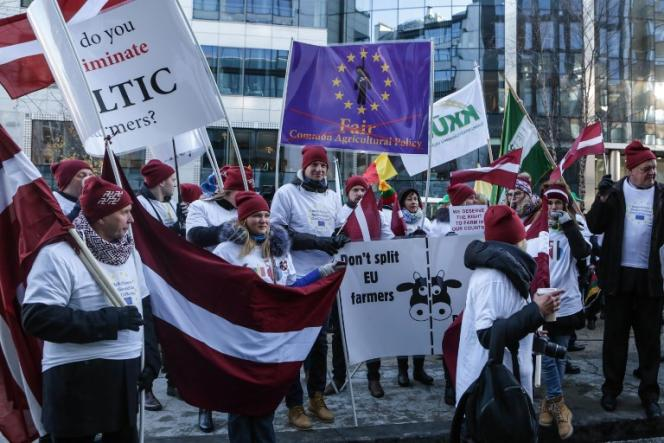 Manifestation d'agriculteurs venus des pays Baltes, à Bruxelles, le 13 décembre 2018.