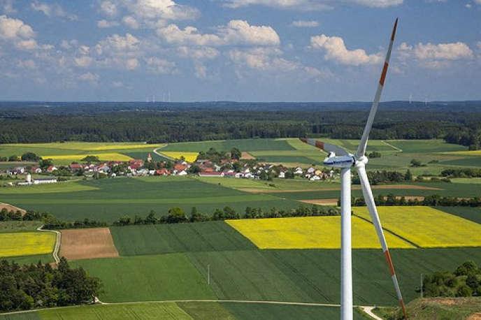 Le champ d'étude de la finance verte comprend, entre autres, les risques climatiques et environnementaux.