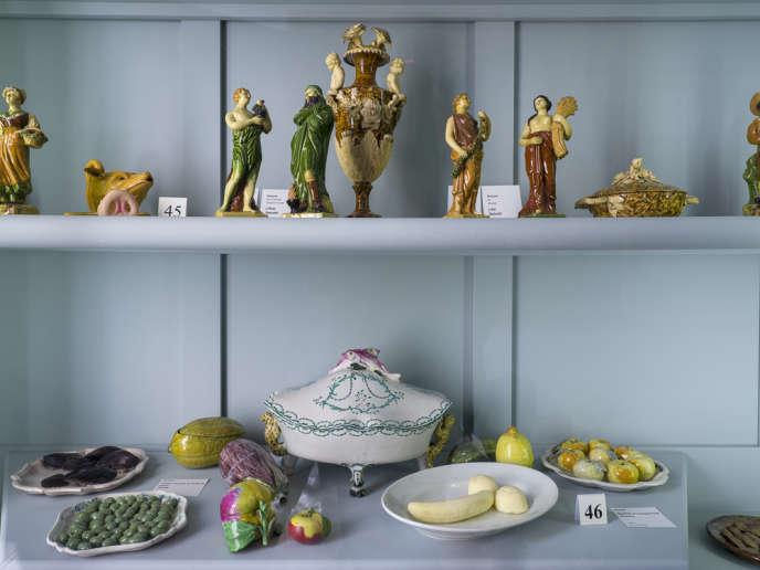 Parmi les collections de faïences du Musée Grobet-Labadié, Sophie Calle a glissé le dessert intitulé«Rêve de jeune fille» qu'elle avait innocemment commandé dans un restaurant quand elle avait 15 ans : une banane épluchée et deux boules de glace. Une cinquantaine des«Histoires vraies» de l'artiste jalonnent l'intérieur XVIIIe de ce musée marseillais.