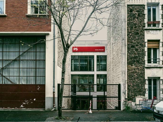L'entrée, encore inaccessible, du nouveau siège du PS, rue Jules-Vanzuppe, à Ivry-sur-Seine, dans le Val-de-Marne.